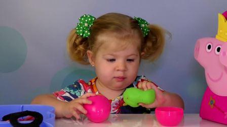 萌娃小可爱和妈妈一起玩玩具,小可爱玩完后认真把玩具收好