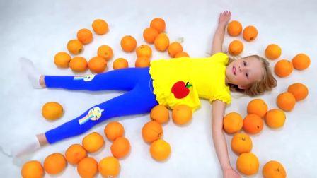 呆萌可爱小萝莉公主唱一首关于水果和色彩的儿童歌曲