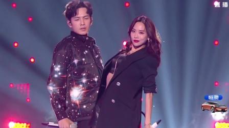 抖音晚会:钟汉良与王霏霏合作歌曲,二人表演实在太撩人!