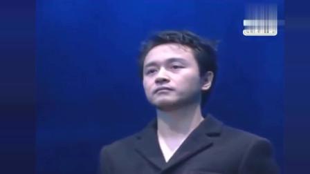 路过蜻蜓+左右手 张国荣演唱会现场版!只有哥哥能唱出那种感觉!