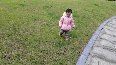 冬季清晨,22个月宝贝找红豆果果