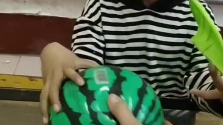 亲子互动:这个可不是能吃的西瓜啊