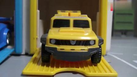 有趣益智玩具:小汽车出库大战恐龙