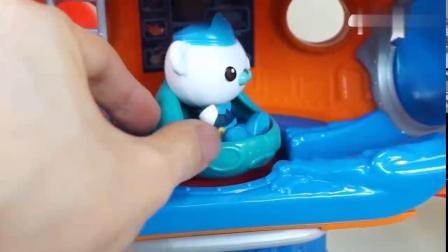 有趣益智玩具:巴克队长邀请波鲁鲁小鸡和小伙伴们玩耍