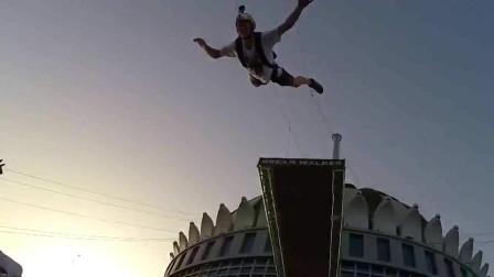 再不疯狂就老了!跳伞大神齐聚迪拜,挑战高空定点跳伞!