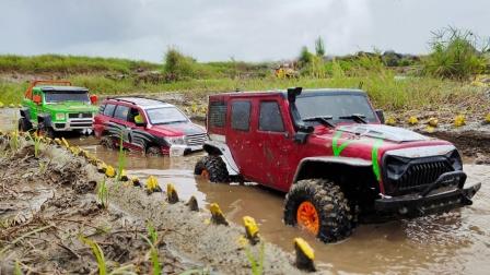 彩色吉普车玩具在泥地行驶