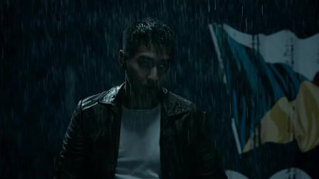 吴英雄和歹徒单打独斗,在雨中打倒敌人简直太帅了,不愧是吴英雄