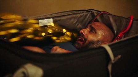 男人被困在行李箱中,折磨他就能吐出金币,人性经不起诱惑!
