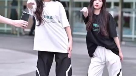 #popping呐呐舞大叔,又来学别人跳舞啦?
