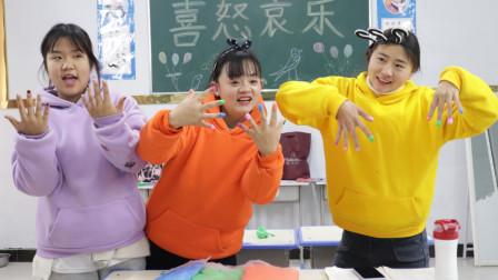 同学美甲找柚柚炫耀,柚柚用黏土美化指甲,同学看到羡慕了