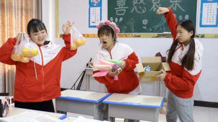 胖芸儿用橙子换黏土,同学们换完后才知道上当了,这下怎么办