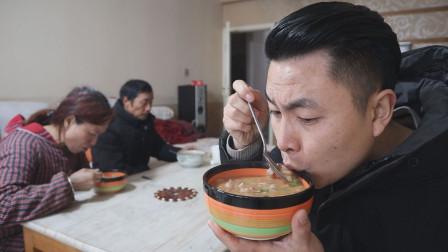 腊八节吃腊八饭,今天煮了一锅腊肉腊八饭,冬天吃这个又香又热和