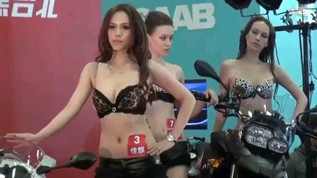 台湾车展,模特性感比基尼展示,当众换装