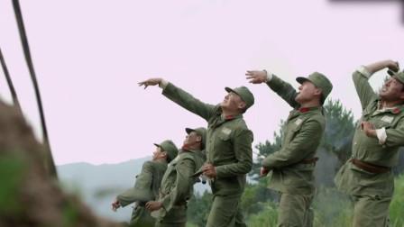 一剑横空:忠豪带领炊事班,巧用妙计,将敌人的碉堡炸毁了!