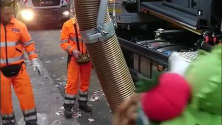 德国垃圾清理车,这简直就是马路上的吸尘器,太方便了!