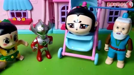 早教益智:小葫芦娃太懒了,出门还要坐在婴儿车让爷爷推着走!