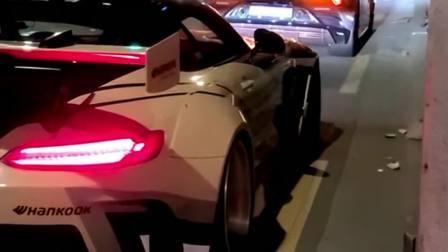 奔驰AMG改装宽体,这造型设计,让前边的兰博基尼黯然失色!