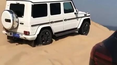 奔驰大G的爆发力,尽管有三把差速锁,在沙漠里也黯然失色!