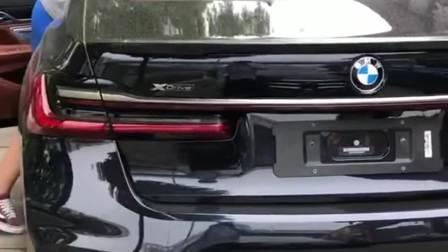 宝马最顶级的7系,全新宝马M760Li,和劳斯莱斯同款V12引擎!