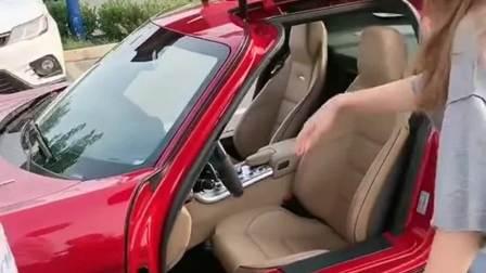 奔驰最经典的鸥翼门,车主关上车门那一刻,就知道奔驰的魅力!