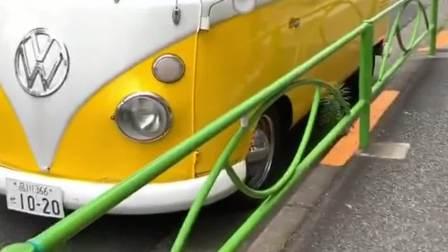 大众小巴车,这才是经典的大众车型,低调停在街头!