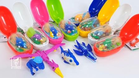 一起来拆彩色的恐龙蛋玩具