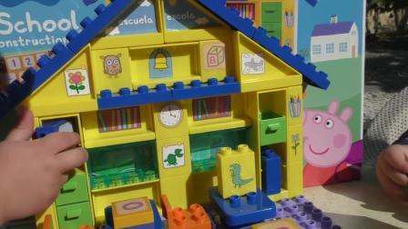 萌娃小可爱和佩琪乔治一起玩跷跷板,还教他们认识数字