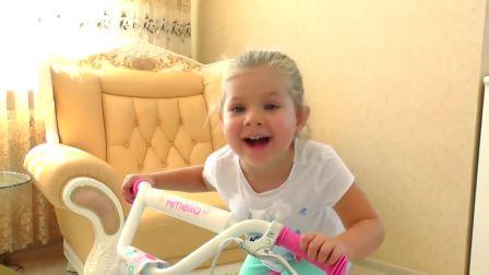 萌娃小可爱骑上了自己的新自行车,小可爱的自行车好漂亮