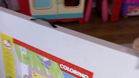 萌娃小可爱收到了一个还没有组装好的纸房子,快来帮小可爱组装吧
