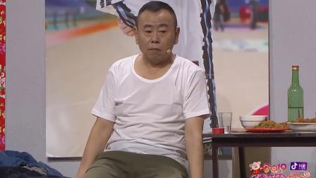 春晚:老丈人双手被胶水粘住,酷似在给潘长江下跪!