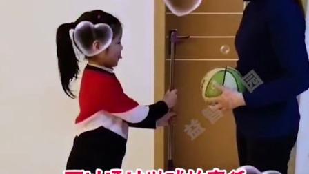 抛球接棍锻炼孩子手眼协调和专注力