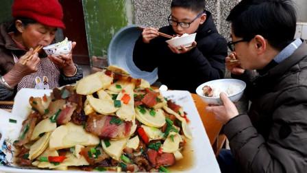 九九冬笋炒腊肉,满院飘香年味浓,来碗哥自酿米酒老九是喝热了头