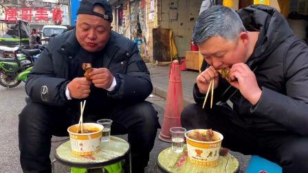 在武汉喝一元一杯早酒,吃16元一大碗牛骨头,真惬意