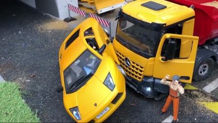 黄色跑车撞车了一起来救援