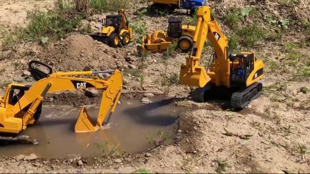 挖掘机陷入水潭里了一起来救援