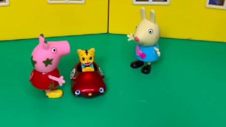 瑞贝卡想要佩琪的小玩具,可是佩琪不想给他