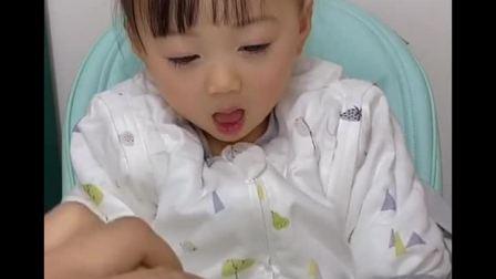 趣味童年:宝宝最爱吃饭了,真是个小吃货