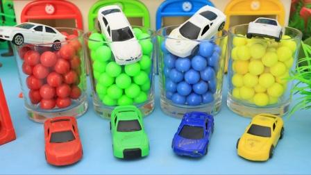 小汽车们在杯子里变成了彩色