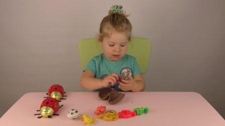 萌娃小可爱和妈妈一起玩玩具,小可爱现在只有一只小瓢虫了
