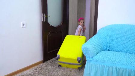 萌宝小可爱收拾行李和妈妈去度假旅游