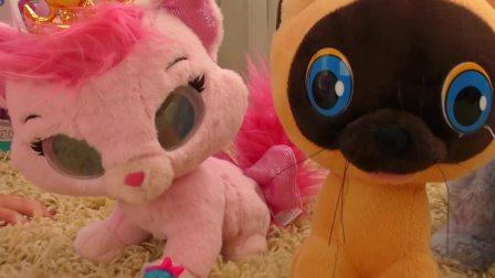 萌娃小可爱找到一只小猫咪陪自己的小独角兽,小可爱还会帮小独角兽找到其它好朋友吗