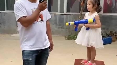 亲子游戏:妹妹的枪里有没有子弹呀