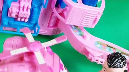 动画:光头强挖掘机翻啦