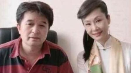 61岁毕福剑近照曝光,因犯错离开央视,如今美女陪唱做主持