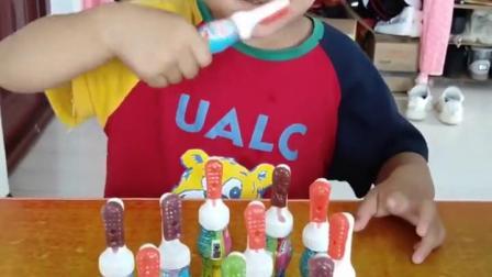 金色的童年:哥哥用糖果刷牙