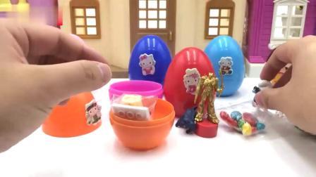樱桃小丸子玩凯蒂猫奇趣蛋玩具