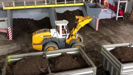 汽车玩具黑色卡车来运送泥土