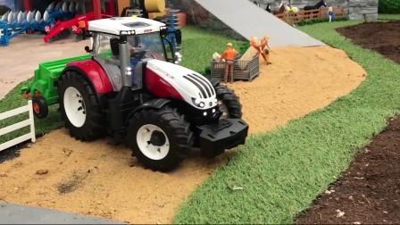 玩具拖拉机去农田里耕地