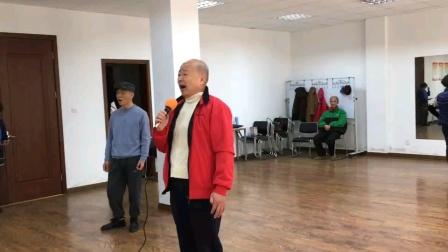 一人自学《梭罗河》歌舞升平退休生活自娱自乐