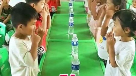 听指令抢水锻炼孩子反应能力和专注力